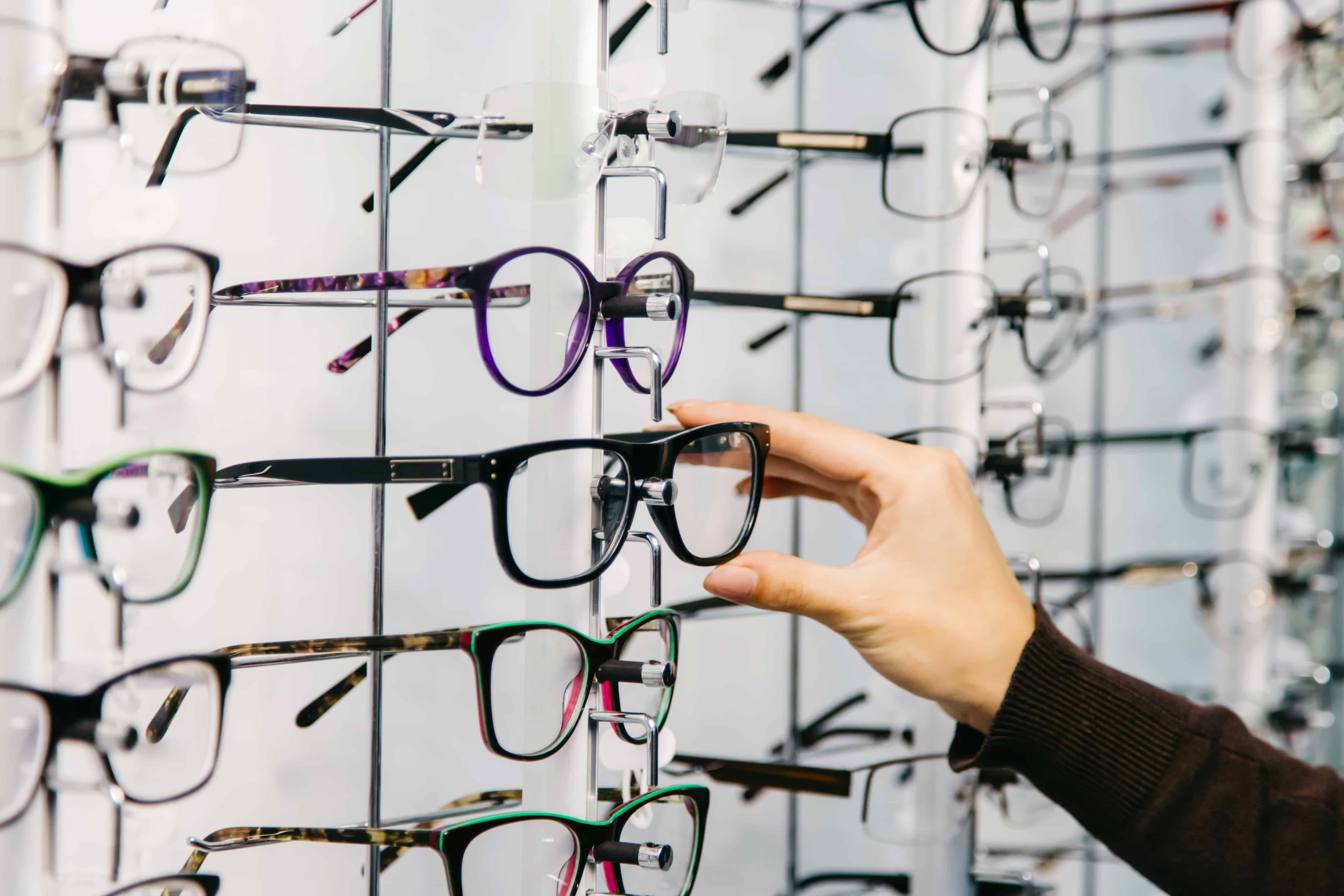 How to Care for your Eyeglasses